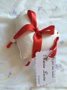 Sachês perfumados em formato de coração com cartãozinho personalizado. Maiores informações no email: panoemarte@panoem... Entregas em todo Brasil.