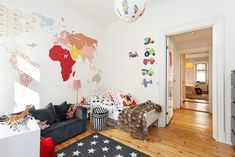 Star rug and world map - love it! #boysroom See our Stars rug here: http://www.designedforkids.co.uk/products/stars-rug