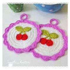 Kızlar günaydın😊 bu minnoş tutacaklardan benim de olmasa mıydı?kirazlı objelere oldum olası ilgim vardır. #crochet #crocheting #homemade #elişi #örgü #örgütutacak #handmade #mutfak #kuchen #home #homedecor #knitting #knit #nakoileörüyorum #instagood #instagram #instalike #photooftheday #objektifimden #foto #fotografia #likesforlikes #like4like #likes #likeforlike #photo #picoftheday #picture #vscocam #best