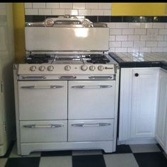 My sexy new stove! 50's O'Keefe & Merritt.