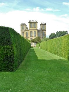 "The Elizabethan Hardwick Hall, Derbyshire, UK. Reminds me of the maze in the queens garden in Alice in Wonderland    ""OFF wit yer HEAD!"