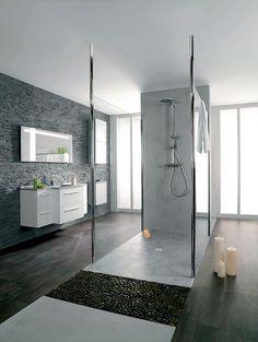 Une douche centrale