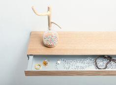 Clopen : étagère flottante avec tiroir secret