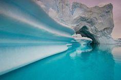 GreenLand グリーンランド東部スコアズビー湾の氷山。同国でよく見られる氷の景色だ。(PHOTOGRAPH BY FRANS LANTING, NATIONAL GEOGRAPHIC CREATIVE)