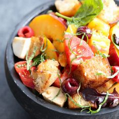 There is nothing better than taking all of Summer's bounty and throwing it into an easy, no-oven salad! This Stone Fruit Caprese Panzanella Salad is at once familiar and comforting with a hint of the unexpected! Cooking Stone, Cooking Ribs, Mushroom Pork Chops, Italian Meringue, Sour Cream Cake, Baked Chicken Wings, Potato Pie, Stone Fruit, Chocolate Chip Cookies