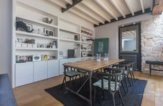 Paris Stable Converted into a Beautiful Modern Residential Loft Decor, Interior Decorating, Loft Dining Room, Interior Architecture, Table Design, Family Living Rooms, Home Decor, Small Decor, Loft Style