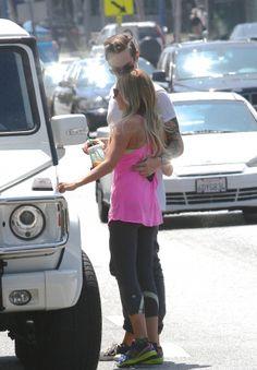 [13/08/13] Saliendo de una tienda de fotos con Chris en LA.