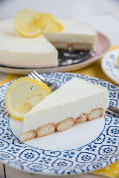 Deze citroenkwarktaart met bodem van lange vingers is wat mij betreft de perfecte zomertaart: hij is licht, luchtig en heerlijk fris! En ook nog eens Pie Cake, No Bake Cake, Cake Cookies, Cupcake Cakes, Cupcakes, Baking Recipes, Cake Recipes, Quiches, Desert Recipes