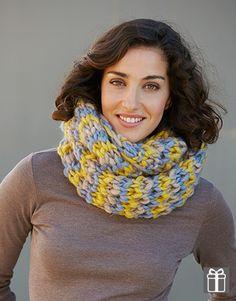 Deze geweldige Katia Sjaal wordt met drie bollen wol en breinaald nr 12 gebreid. Deze loszittende, grote sjaal is bedoeld voor dames.