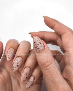 124 cute designs for oval nails to rock anywhere 7 Modern House Design Stylish Nails, Trendy Nails, Cute Nails, Perfect Nails, Gorgeous Nails, Oval Nails, Minimalist Nails, Creative Nails, Almond Nails
