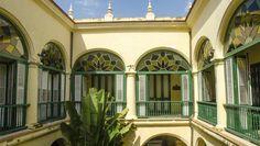 El elegante Hotel Conde de Villanueva posee una excelente ubicacion en el Centro Historico de La Habana. Este encantadora hotel fue la mansion de Claudio Martinez de Pinillo, Conde de Villanueva, personaje destacado en la economia de Cuba en el siglo XIX. #habana #hotel #cuba