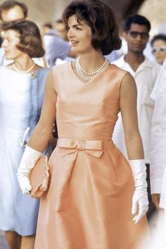 jackie kennedy onassis pearls image