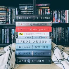 Anyone a fan of this series? Have you picked up Broken Throne? I liked it a lot in the beginning but feel off a bit at the end. Top Books To Read, Fantasy Books To Read, I Love Books, Good Books, My Books, Famous Books, Books For Teens, Book Aesthetic, Book Fandoms