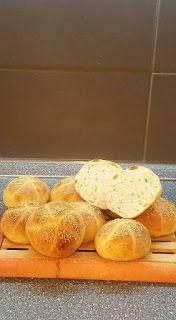 Kenyércsücsök: Kovászos zsemle Bread, Food, Eten, Bakeries, Meals, Breads, Diet