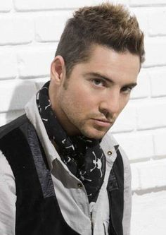 David Bisbal!! With or without curly hair?