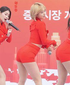 ( *`ω´) ιf you dᎾℕ't lιkє Ꮗhat you sєє❤, plєᎯsє bє kιnd Ꭿℕd just movє ᎯlᎾng. Kpop Girl Groups, Kpop Girls, Yoon Sun Young, Pin Up Girl Vintage, Korean Girl Fashion, Jennie Lisa, Oriental Fashion, Sexy Gif, Cute Asian Girls