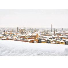 Bologna sotto una coperta di neve - Instagram by francescomalpensi_bologna