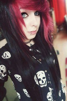 Discover 15 amazing emo hairstyles idea and embrace the idea to be the talk of the town. emo is a kind of hairstyle that choosing the wrong one can destroy your entire look, so be careful. Emo Hairstyles For Guys, Gothic Hairstyles, Elegant Hairstyles, Cute Hairstyles, Short Emo Hair, Punk, Cute Emo Girls, Pretty Girls, Emo People