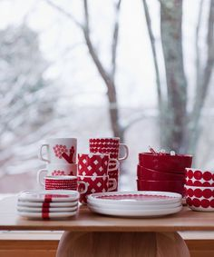Marimekko holiday mix and match dinnerware Classic Dinnerware, Holiday Dinnerware, Nordic Christmas, Christmas Design, Xmas, Merry Christmas, Marimekko, Scandinavian Living, Scandinavian Design