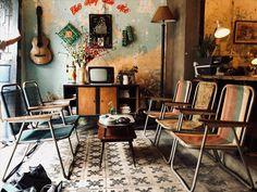 Vintage coffee shop design ideas on Behance Rustic Coffee Shop, Vintage Coffee Shops, Rustic Cafe, Bar Restaurant Design, Vintage Restaurant, Coffee Shop Interior Design, Coffee Shop Design, Cafe Interior Vintage, Vintage Cafe Design