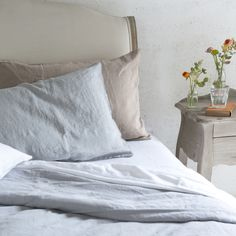 Our natural, luxury Lazy bed linen is made from 100% crushed Belgian linen and no ironing is needed! We offer super bundle deals in single, double, kingsize & superking. Comes in beautiful grey, dusty pink and white.