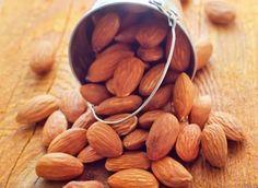 Les amandes ne sont pas seulement bonnes pour le cœur. Une étude, publiée dans le Journal of the American Heart Association, indique qu'une portion quotidienne de 42g au lieu d'un aliment, riche en glucides, avec la même teneur en calories permet de perdre de la graisse abdominale et du tour de taille.