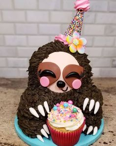 Most Satisfying Cake Style Video – Cake Decorating Online Fancy Cakes, Cute Cakes, Pretty Cakes, Sloth Cakes, Cute Desserts, Baking Desserts, Baking Recipes, Gateaux Cake, Cute Sloth
