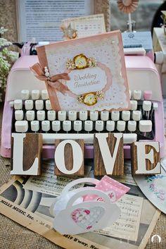 Invitatiile alese in functie de stilul si personalitatea mirilor vor atrage intotdeauna atentia! #love #pink #wedding
