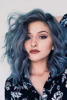 """LE DENIM HAIR : Tendance coiffure printemps 2016. Le """"Denim Hair"""" ou la coloration """"jean délavé """", consiste à colorer ses cheveux en utilisant des tonalités bleues, grises et violines."""