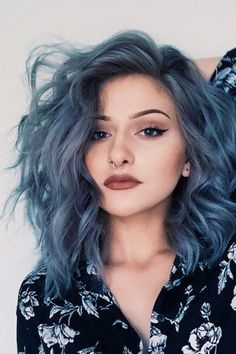 """Pinterest; @raeitis ♡ - LE DENIM HAIR : Tendance coiffure printemps 2016. Le """"Denim Hair"""" ou la coloration """"jean délavé """", consiste à colorer ses cheveux en utilisant des tonalités bleues, grises et violines."""