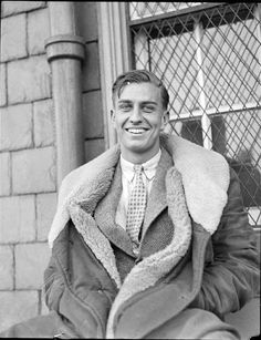 Roosevelt, Jr, third son of President of the United States Franklin Delano Roosevelt and First Lady Eleanor Roosevelt: University of Virginia Law School, . Mode Masculine, Look Vintage, Vintage Men, 1930s Fashion, Mens Fashion, Trendy Fashion, Vintage Fashion, Nu'est Jr, Franklin Delano