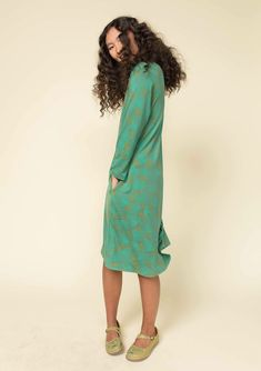 82de9851 Delightful long-sleeve jersey dress with a V-neck, side pockets and  spacious width at the bottom. Made in soft lyocell jersey with our elegant  fig pattern.