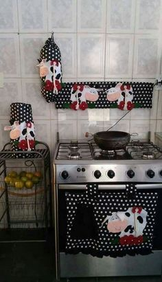 DIY & Crafts: 23 Homemade Valentine Gifts You Should Be Giving Cow Kitchen, Kitchen Decor, Design Kitchen, Sewing Crafts, Sewing Projects, Projects To Try, Kitchen Curtains, Kitchen Towels, Handmade Home