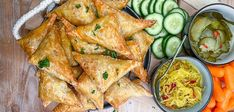 Indische bladerdeeg hapjes met pittig gehakt Dutch Recipes, Asian Recipes, Ethnic Recipes, Easy Healthy Recipes, Snack Recipes, Easy Meals, Tapas, A Food, Food And Drink