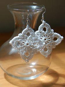 Large Royal Earrings :: Free Crochet Thread Earrings Roundup on Moogly