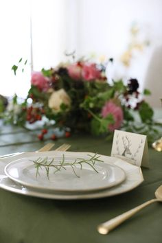 Thanksgiving table setting with free printable games and thankful for cards