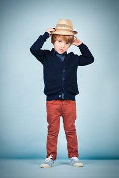 Cardigan, skinny pants and hat - love it!