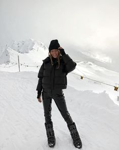 ready for the cold weather and store a selection of winterleggings and woolies, luke-warm woolies and other winter. Winter Looks, Winter Snow, Winter Leggings, Mode Au Ski, Ski Fashion, Sporty Fashion, Winter Fashion, Arab Fashion, Sporty Outfits