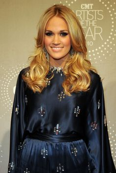 Carrie Underwood Layered Cut - Carrie Underwood showed off her radiant layered tresses while attending the CMT Artist of the Year event.