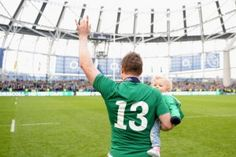 Brian O'Driscoll waves goodbye to the Dublin crowd, 2014 Father And Daughter Love, Ireland Rugby, Irish Rugby, Super Rugby, Waves Goodbye, Six Nations, Rugby World Cup, Rugby Players, Celebs