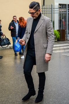 Find Mens Fashion at FashionBeans. The latest information, advice and tips about Mens Fashion in our men's fashion & style guide. Fashion Mode, Look Fashion, Winter Fashion, Womens Fashion, Fashion Photo, Fashion Trends, Gentleman Mode, Gentleman Style, Mens Designer Shoes