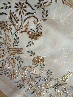 Embroidery On Kurtis, Embroidery Fashion, Hand Embroidery Stitches, Embroidery Patterns, Shadi Dresses, Blouse Designs, Dubai, Embellishments, Diy