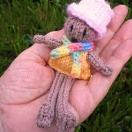 The Muffin dolly is hand knitted, using acrylic yarns. Filled with safety stuffing I have made sure every bit  is sewn on very securely  He is wearing his posh new pink  top hat.  He also wears a stripy warm scarf. The Muffin dolly measures approx 14 c...