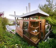 After a 40-year-old pine tree fell over on a Brentwood estate in Los Angeles, the owner let it lie, and the continued to grow from its newfound horizontal position. He decided to incorporate it into a 172-square-foot office and guest house with the structure floating above the tree. #dwell #modernarchitecture #modernbutteryflyroofs #butterflyroofs