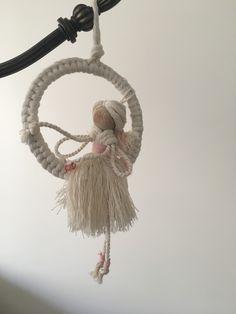 Macrame Wall Hanging Patterns, Macrame Art, Macrame Design, Macrame Projects, Macrame Knots, Macrame Patterns, Eid Crafts, Yarn Crafts, Handmade Angels