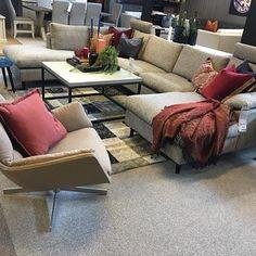 Høsten er her med sine deilige farger, ta de med inn i stua da vel! Her fra Frisco sofa utstilling på @bohusmobelhusetgol #høst #rust #rødt #THECAfurniture #bohus #bohusgol #mittbohushjem #friscosofa #morostol #danskdesign Sofa, Couch, Living Room, Furniture, Ideas, Home Decor, Settee, Settee, Decoration Home