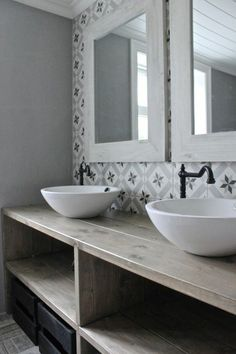 rustikal gestaltetes Badezimmer zwei Waschbecken interessante Wandfliesen rustic designed bathroom two sinks interesting wall tiles Beautiful Bathrooms, Modern Bathroom, Small Bathroom, Cement Bathroom, Bathroom Tile Designs, Bathroom Ideas, Bathroom Colors, Shower Ideas, Bathroom Curtains
