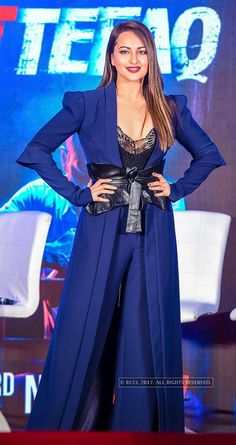 Sonakshi Sinha during the press meet of Ittefaq in Mumbai on October 2017 - Photogallery Bollywood Oops, Bollywood Actress Hot Photos, Tamil Actress, Hollywood Girls, Hollywood Model, Most Beautiful Indian Actress, Most Beautiful Women, Hot Actresses, Indian Actresses