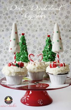 white and green Christmas cupcake trees, candy canes and buttercream frostings, dreamland for Christmas is in your kitchen, Winter Wonderland Cupcakes Cupcakepedia *white chocolate truffles with food dye for boxes? Christmas Tree Cupcakes, Kids Christmas Ornaments, Holiday Cupcakes, How To Make Christmas Tree, Christmas Tea, Fun Cupcakes, Christmas Goodies, Christmas Desserts, Holiday Treats