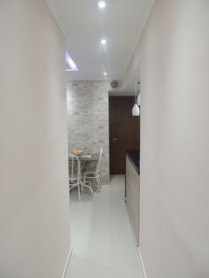 Corredor -  Projeto: Sergio R. Pereira Designer de Interiores Fone: (11) 95475-7897 projeto@sergiorpereira.com.br